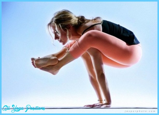 Bhujapidasana  Pose Yoga_4.jpg