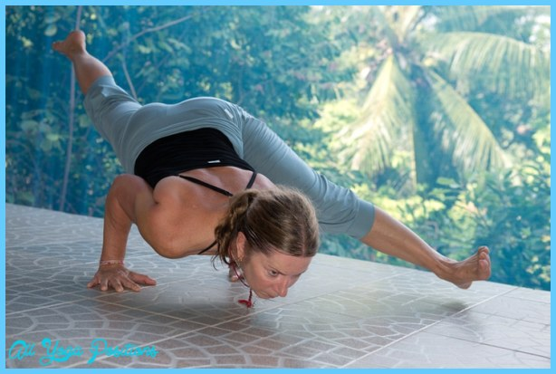 ... Nice Tank Top and the ¾ Yoga Pants, in Eka Pada Koundiyanasana II