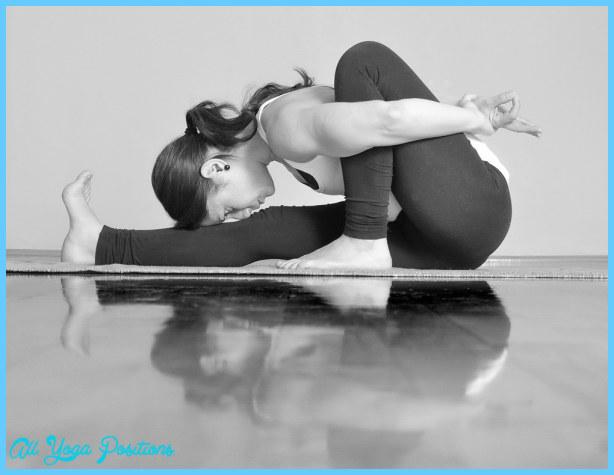 kozzi-Girl_doing_Marichyasana_A_yoga_pose-2222x1709