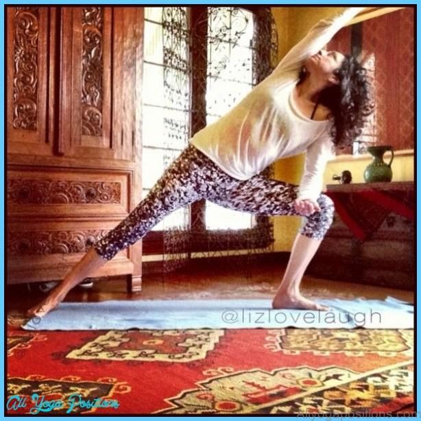 Utthita Parsvakonasana by Elizabeth Jimenez » Yoga Pose Weekly