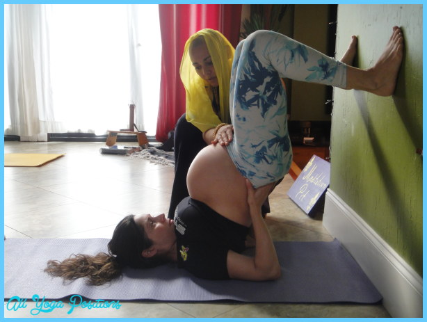 Yoga poses 2nd trimester pregnancy _32.jpg