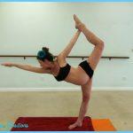 Yoga poses 6 months pregnant _4.jpg