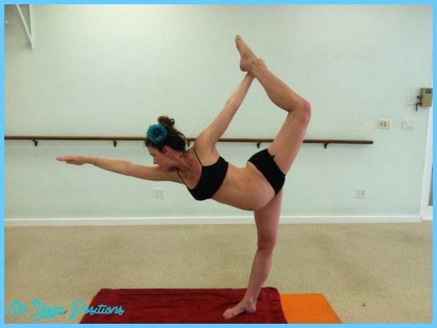 Yoga poses for 8 months pregnant_5.jpg