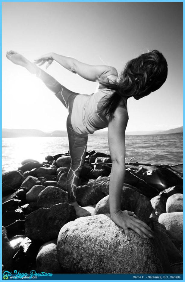 Yoga poses half moon _24.jpg