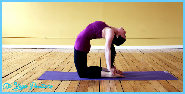 Yoga poses to strengthen core _10.jpg