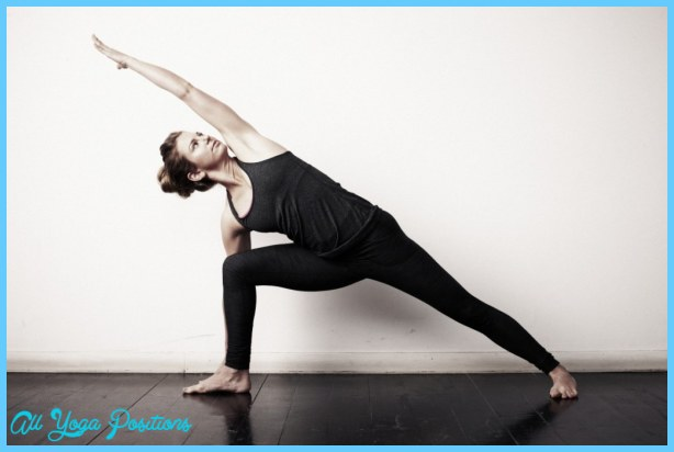 Extended Side Angle Pose Yoga _12.jpg