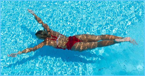 fb-1200_woman-swimming-underwater.jpg?itok=BOkMwNUv
