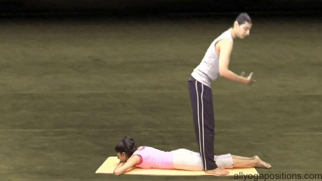 easy and simple yoga exercise for couples 09
