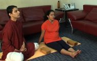 easy yoga for pregnant woman 07