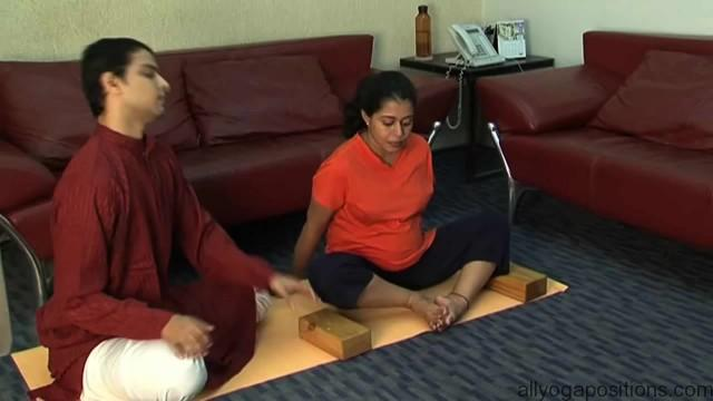 easy yoga for pregnant woman 10