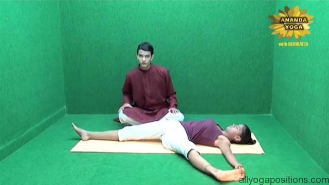 general level 4 yoga advance leg stretch 11