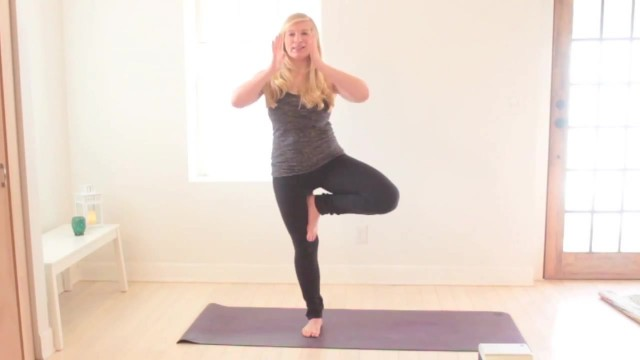 yoga for beginners how to do tree pose jenna raynell yoga 19