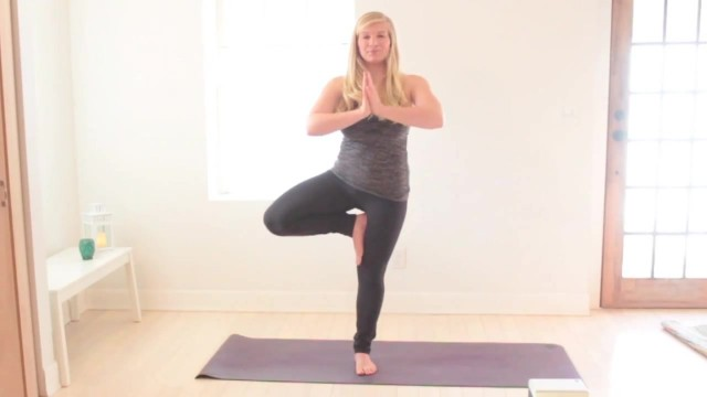 yoga for beginners how to do tree pose jenna raynell yoga 28