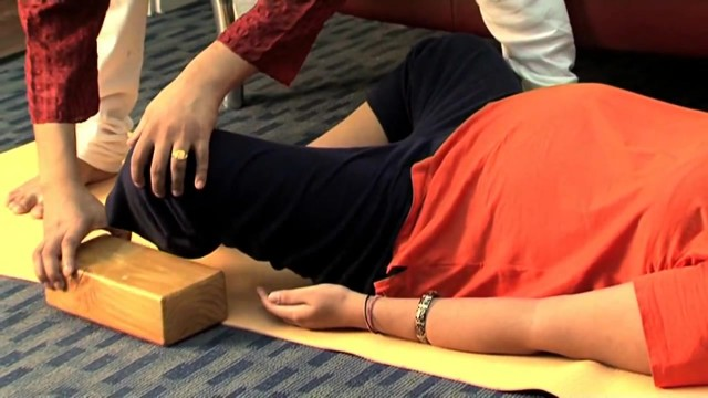 yoga to reduce pain during pregnancy 09