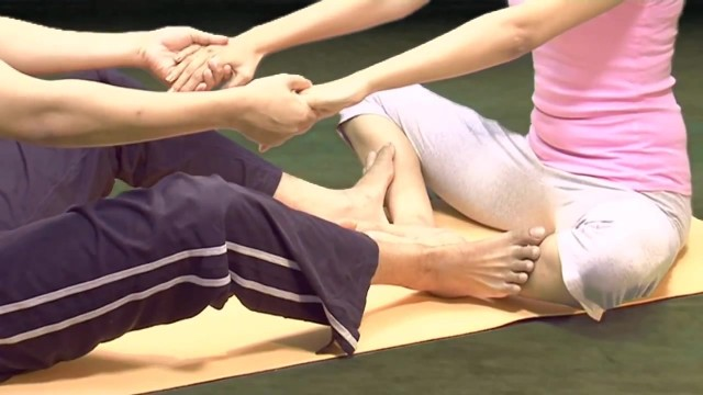 yoga workout for couples 09