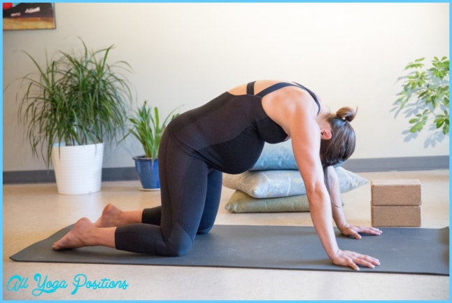 6 Yoga Poses for Pregnant Mamas to Rock!