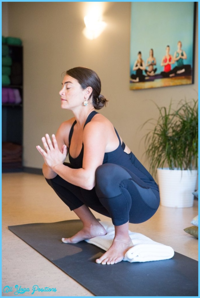 Yoga Poses for Pregnant Mamas to Rock!