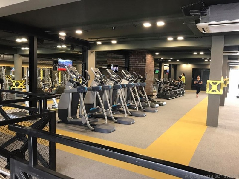 best fitness gyms group studio classes